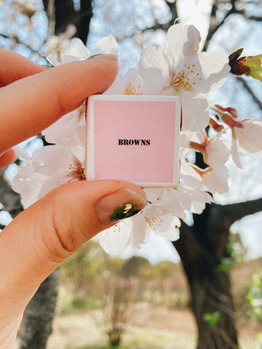 《 miki 》 BROWNSチロルチョコ と 桜_20210331_1